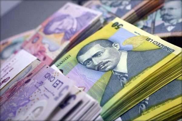 Puțin peste 200.000 de români câștigă peste 1.000 euro pe lună din salariu