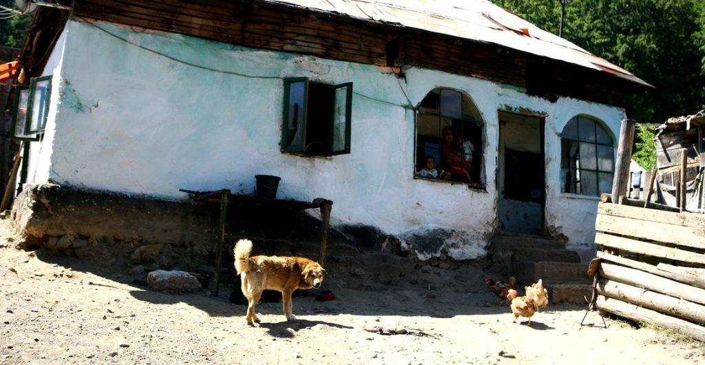Peste 216.000 de persoane trăiesc lunar cu puțin peste 100 de lei, venitul minim garantat. Dolj, Buzău și Bacău, pe primele locuri în topul sărăciei