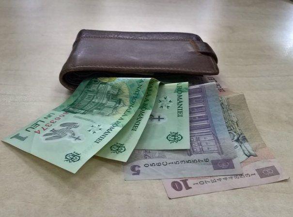 Câți bani trebuie să ai: VEZI AICI dacă ești SĂRAC!
